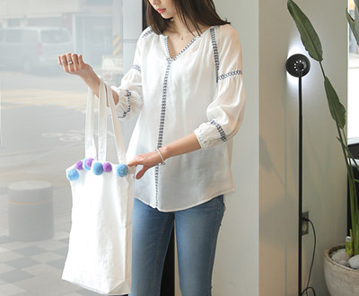 [MBL23HR _N] Isabella embroidery Blouse